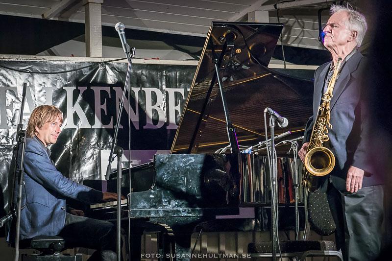 Två musiker på scen