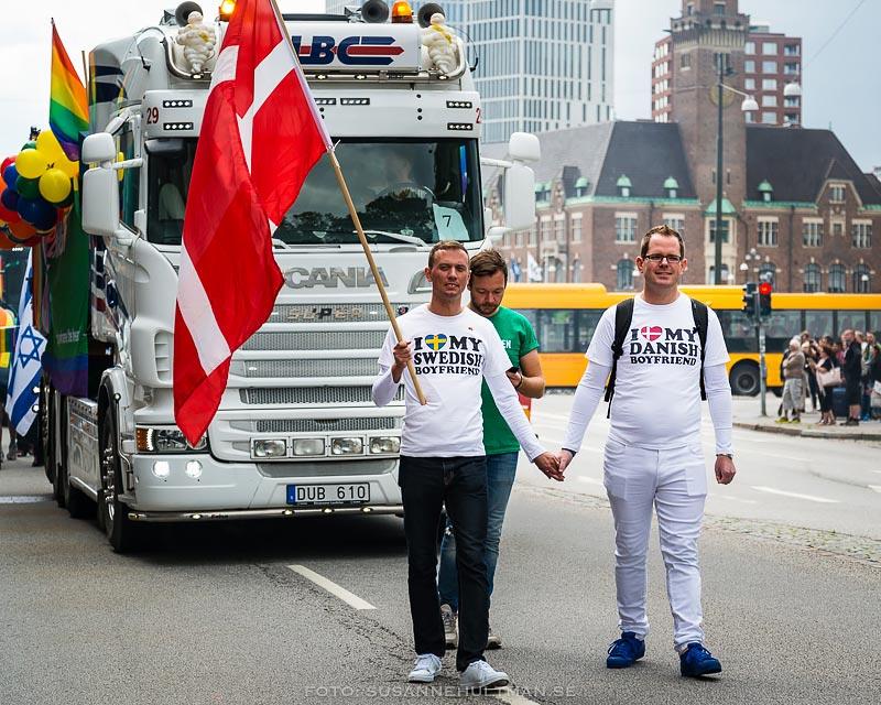 Dansksvenska par med danska flaggan