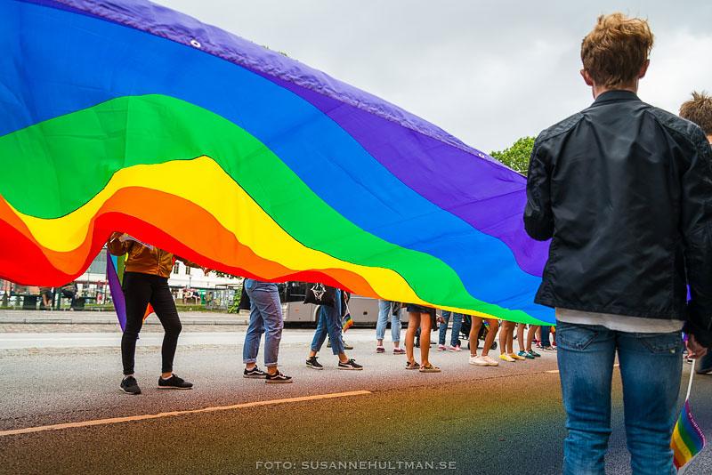 Stor regnbågsflagga