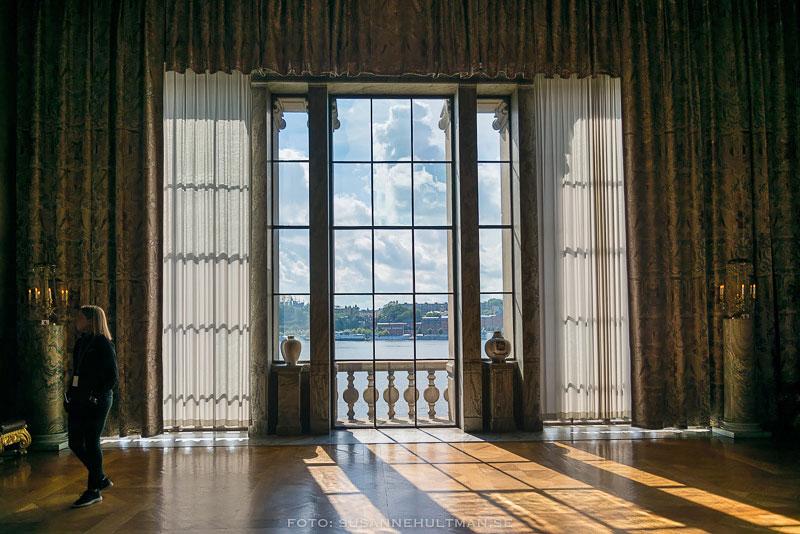 Solstrålar genom fönster