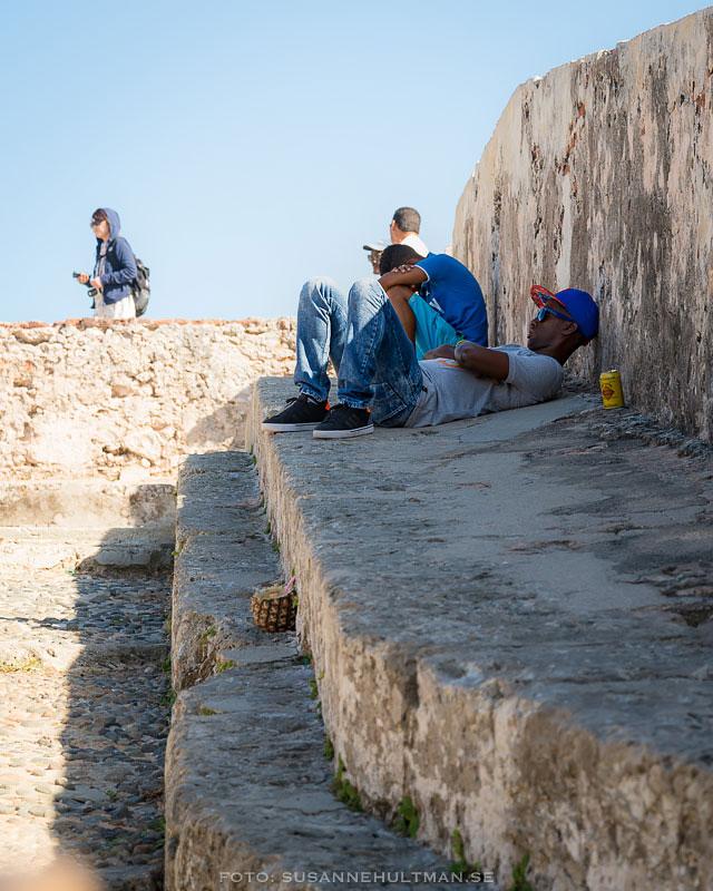 Kubaner vilar i skuggan