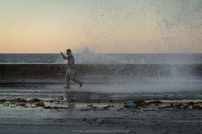 Fotograf i vågorna