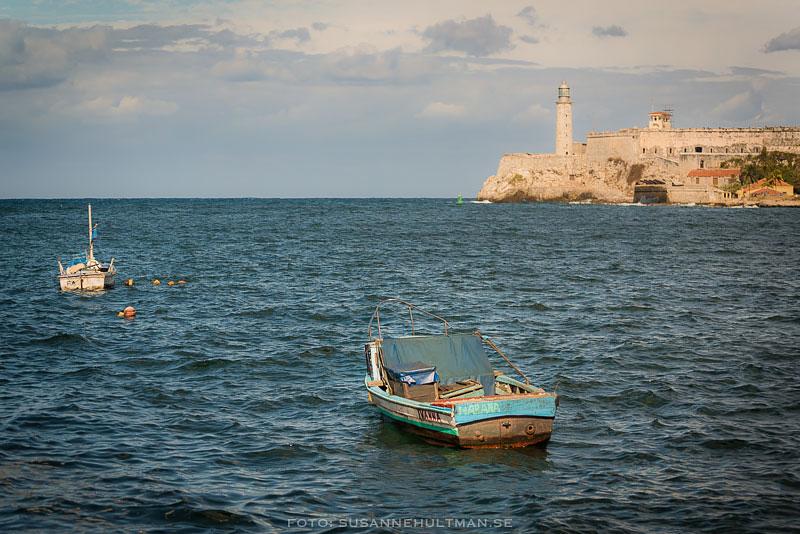 Liten båt på vattnet
