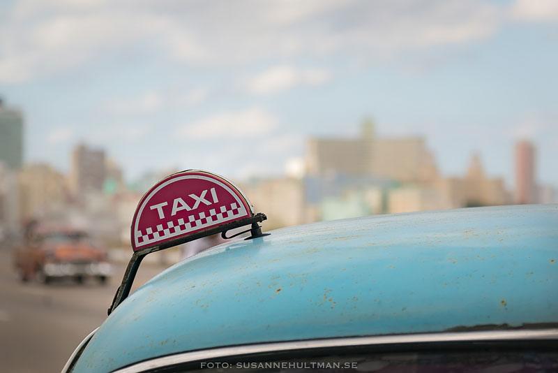 Taxiskylt på bil