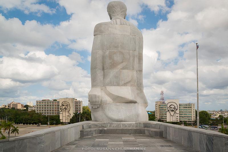 Bakom statyn av José Martí