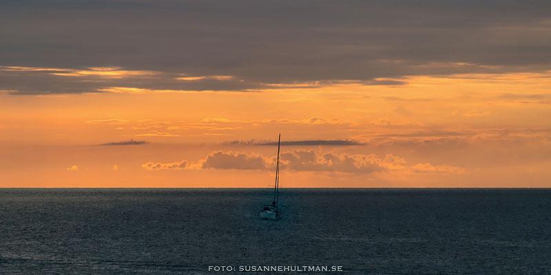 Segelbåt i solnedgången