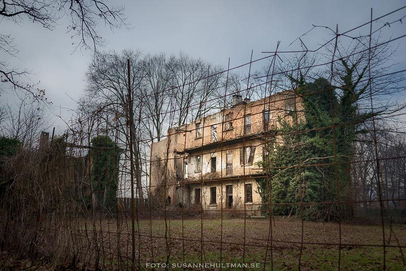 Den gamla ruinen av Cascina Antonia