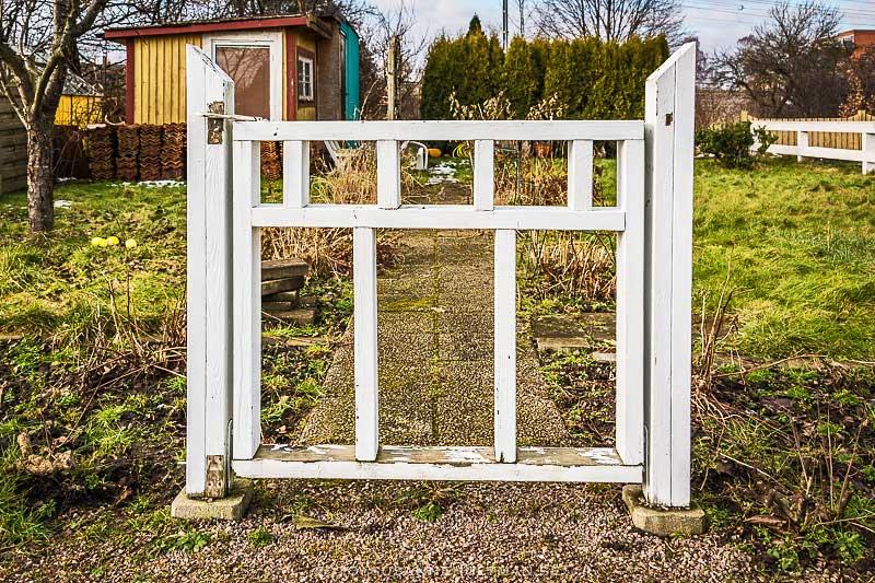 Vit grind utan staket