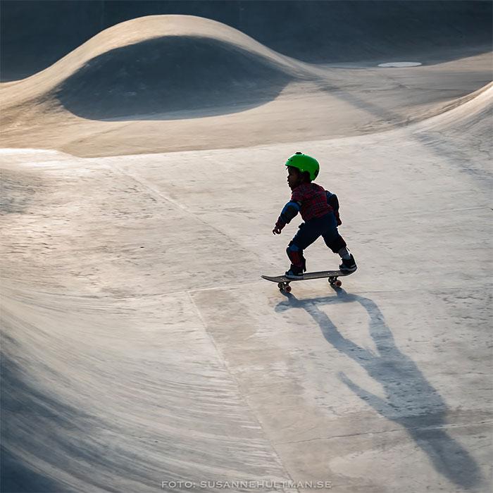 Pojke på skateboard