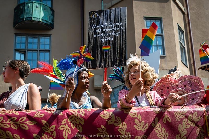 Pridedeltagare i Malmö Operas vagn