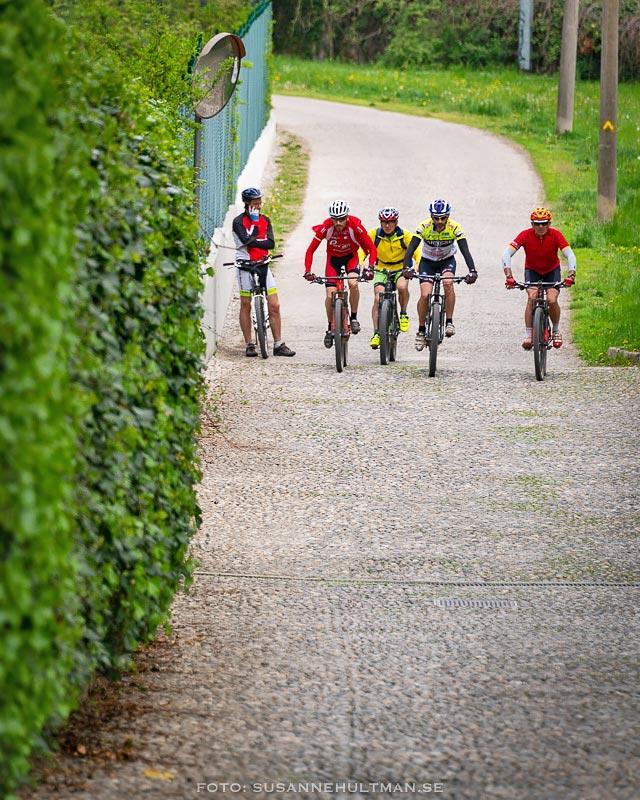 Cyklister i backe